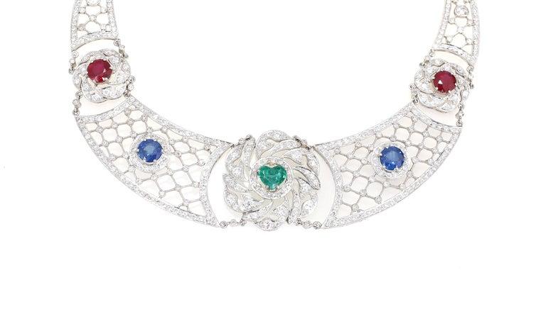 Art Deco Platinum Necklace Heart-Shaped Emerald Sapphires Rubies Diamond For Sale 1