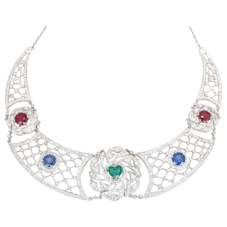 Art Deco Platinum Necklace Heart-Shaped Emerald Sapphires Rubies Diamond For Sale