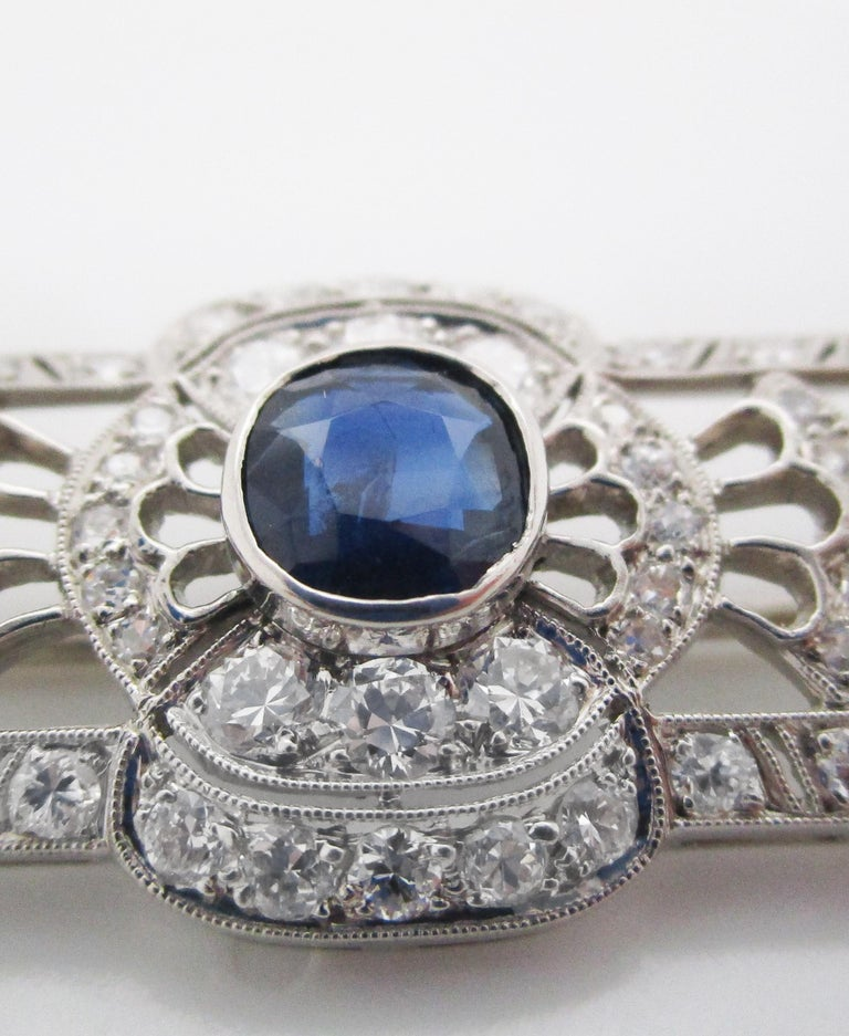 Art Deco Platinum No Heat Blue Sapphire and Diamond Architectural Bar Pin In Excellent Condition For Sale In Lexington, KY
