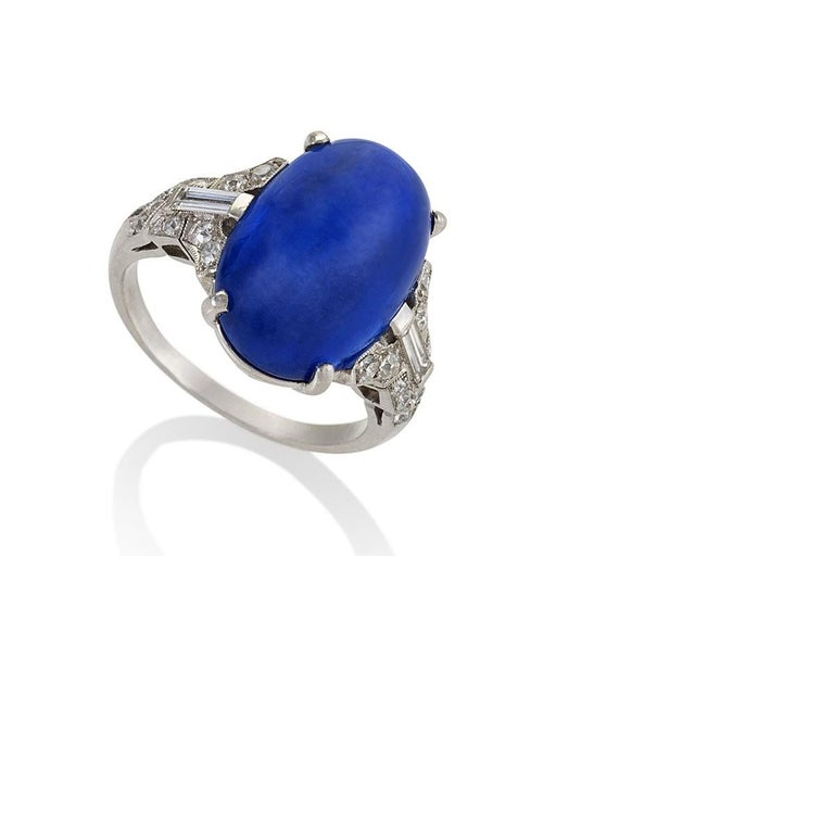 Art Deco Platinum-Set Diamond and Sapphire Ring In Excellent Condition For Sale In New York, NY
