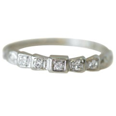 Art Deco Rays of Love Diamond 18 Karat White Gold 5-Stone Band, circa 1930s