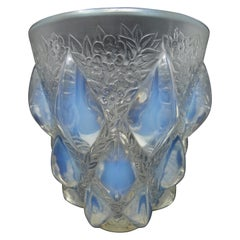 Art Deco Rene Lalique Opalescent Glass 'Rampillion' Vase