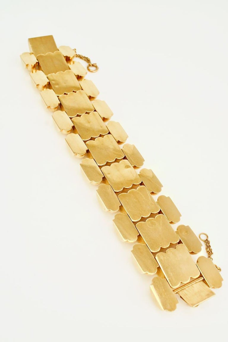 Art Deco Retro 18 Karat Yellow Gold Wide Ribbed Link Bracelet 1950s 131grms In Good Condition For Sale In Sydney, NSW
