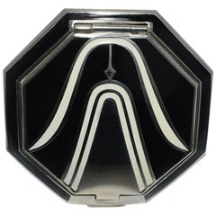 Art Deco Richard Hudnut Le Debut 'Tulip' Compact