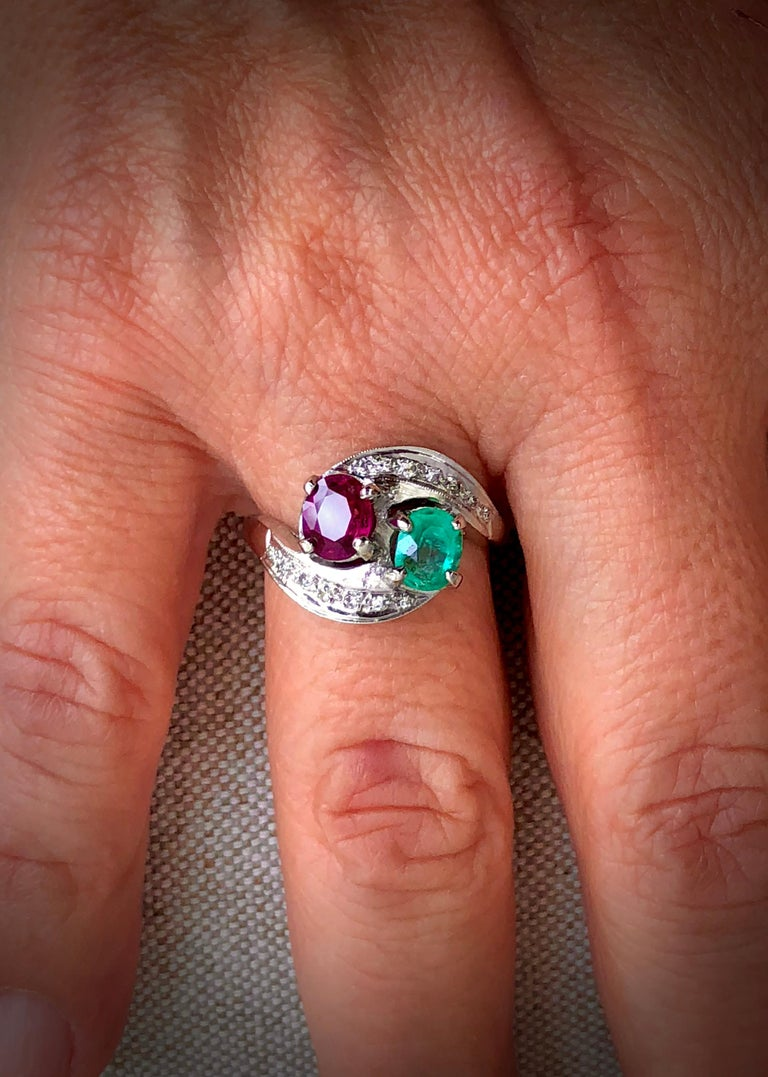 Oval Cut Art Deco Toi et Moi Ruby Emerald Diamond Platinum Ring For Sale