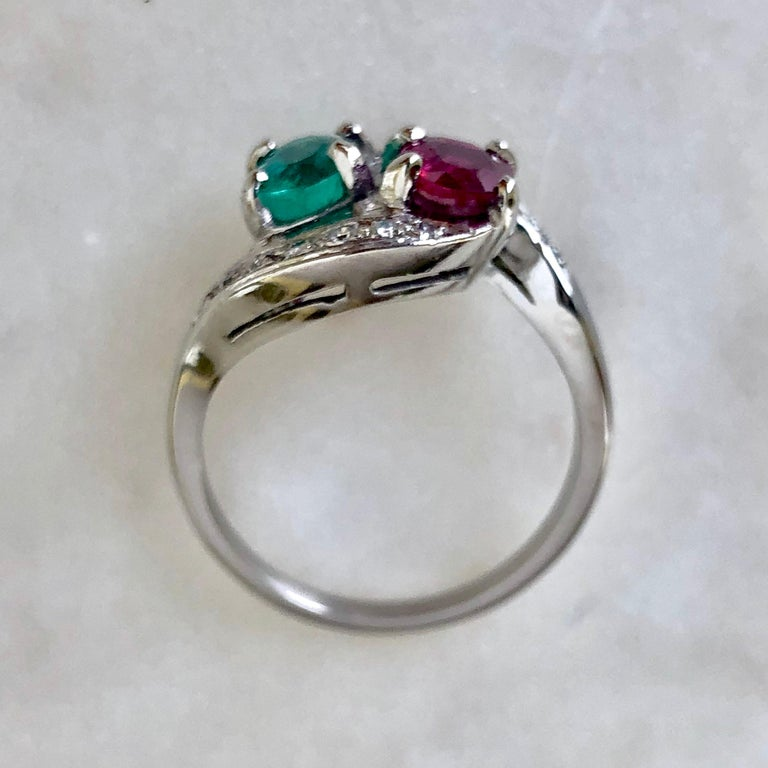 Art Deco Toi et Moi Ruby Emerald Diamond Platinum Ring In Excellent Condition For Sale In Brunswick, ME