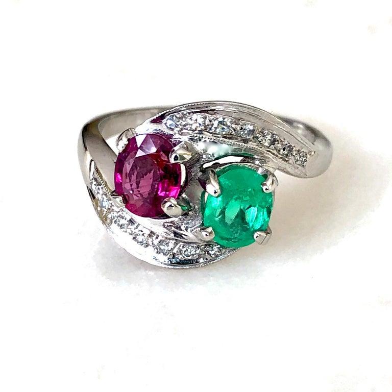 Art Deco Toi et Moi Ruby Emerald Diamond Platinum Ring For Sale 2