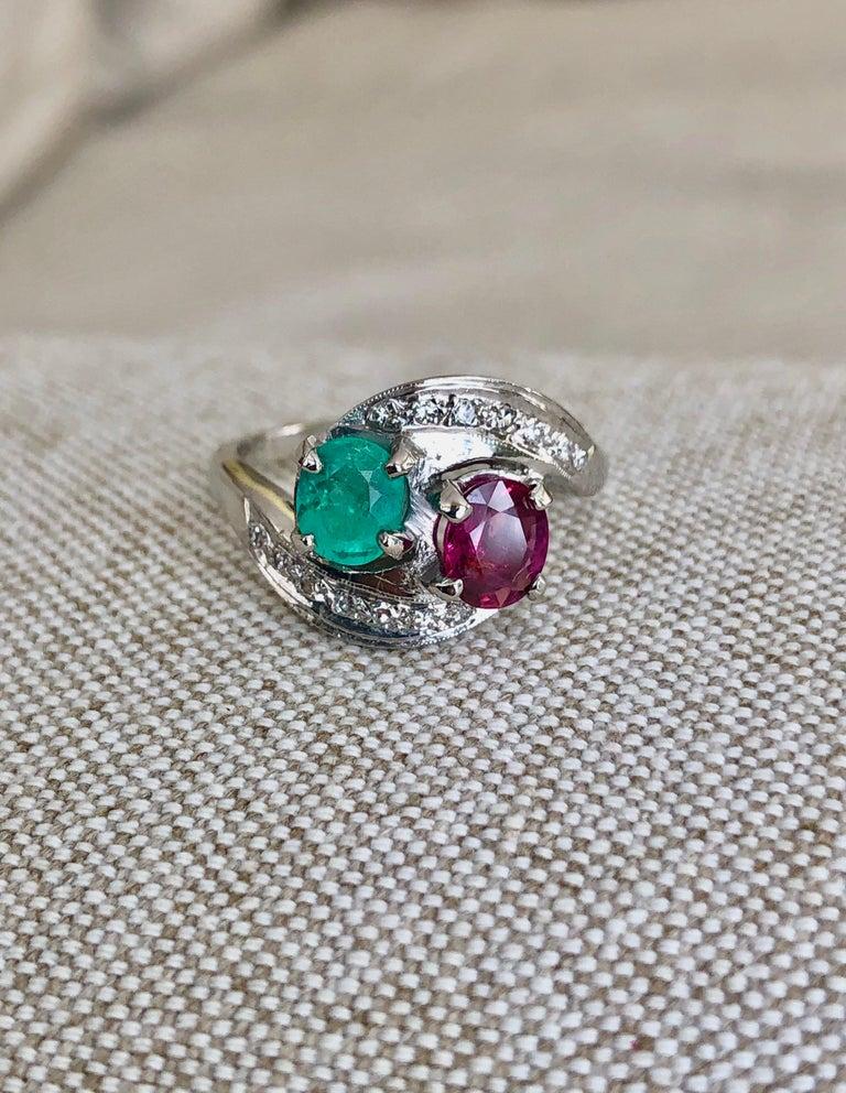 Art Deco Toi et Moi Ruby Emerald Diamond Platinum Ring For Sale 4