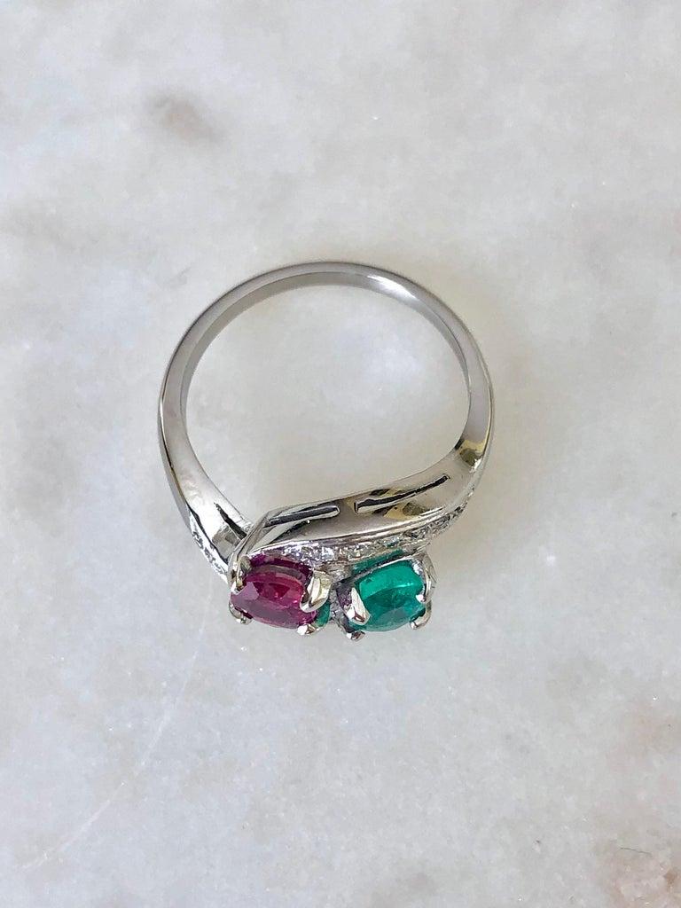 Art Deco Toi et Moi Ruby Emerald Diamond Platinum Ring For Sale 3