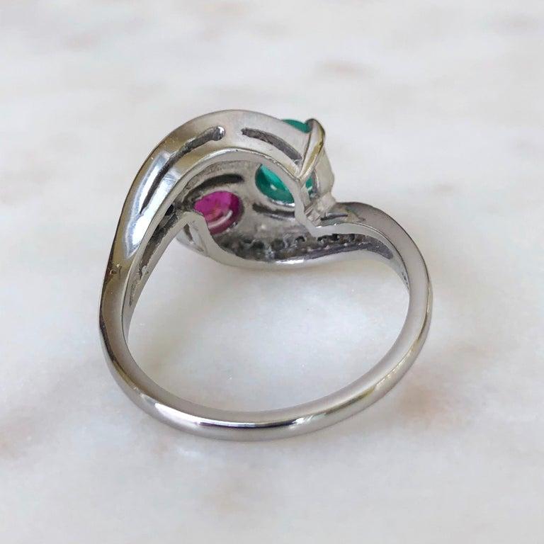 Women's or Men's Art Deco Toi et Moi Ruby Emerald Diamond Platinum Ring For Sale