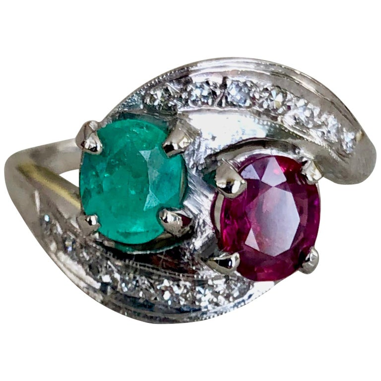 Art Deco Toi et Moi Ruby Emerald Diamond Platinum Ring For Sale