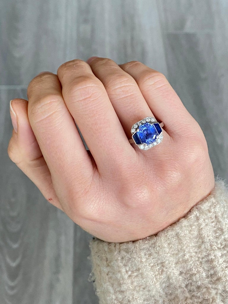 Art Deco Sapphire and Diamond Platinum Panel Ring, Certified In Good Condition For Sale In Chipping Campden, GB