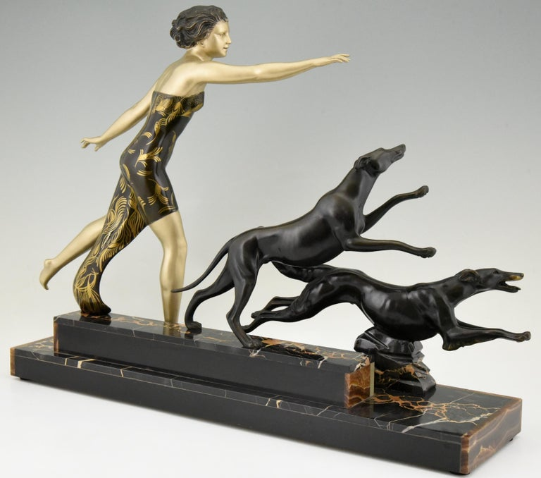 Art Deco Sculpture Lady with Dogs by Uriano, France, 1930 In Good Condition For Sale In Antwerp, BE
