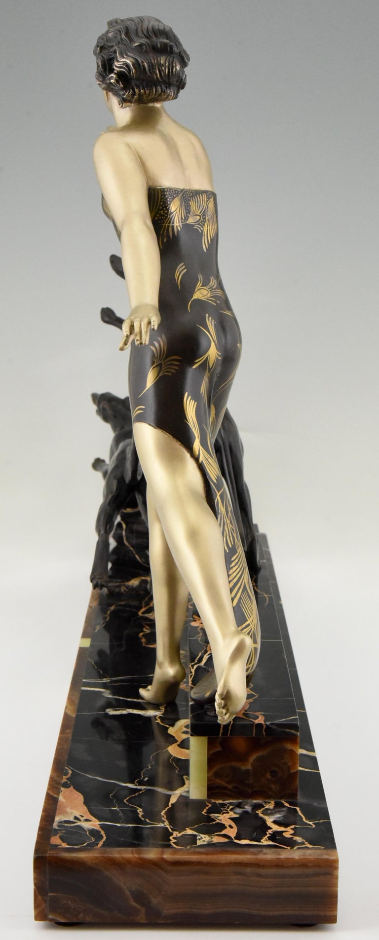 Art Deco Sculpture Lady with Dogs by Uriano, France, 1930 For Sale 1