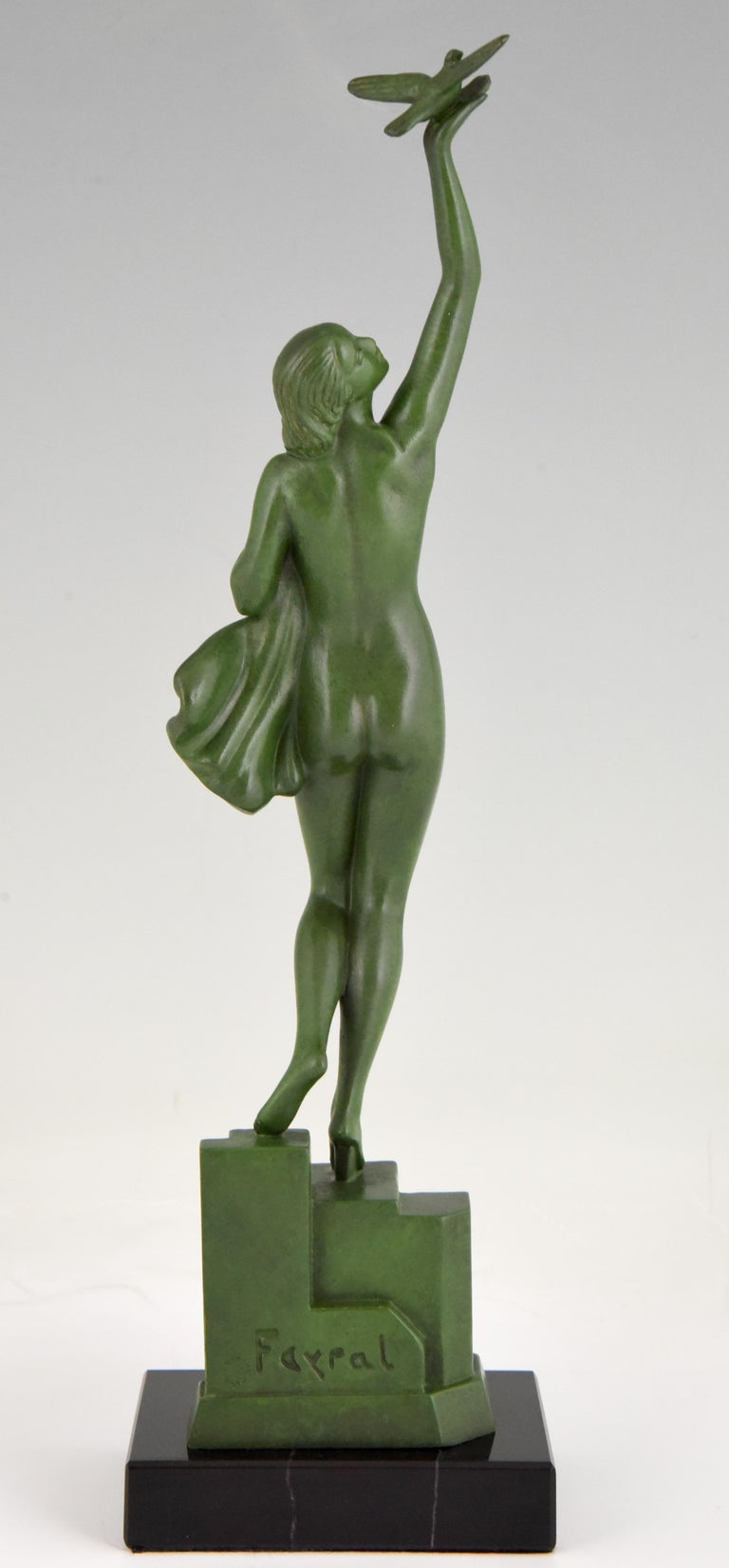 Art Deco Sculpture of a Nude with Dove Fayral Pierre Le Faguays, France, 1930 In Good Condition For Sale In Antwerp, BE