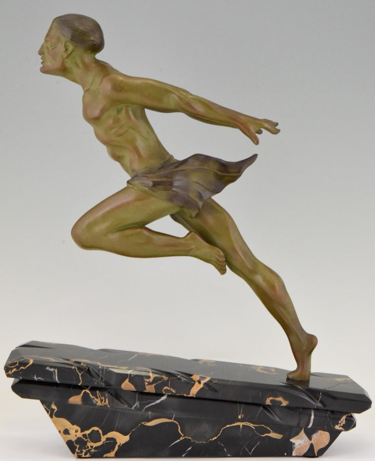 Art Deco sculpture of a running man or athlete signed by the sculptor L. Valderi, France, 1930. Patinated Art Metal on Portor marble base.