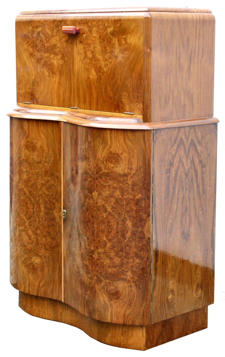 Art Deco Serpentine Fronted Cocktail Cabinet in Walnut, circa 1938 For Sale 4