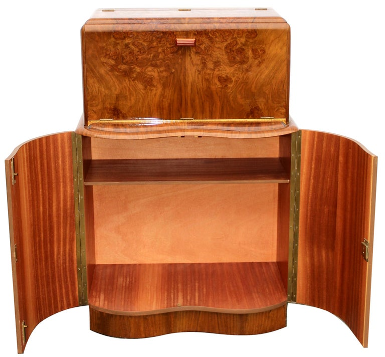 English Art Deco Serpentine Fronted Cocktail Cabinet in Walnut, circa 1938 For Sale