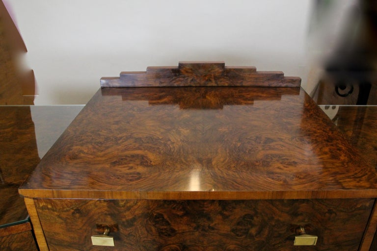 Art Deco Sideboard or Buffet Burr Walnut Bookmatched, Austria, circa 1925 In Good Condition For Sale In Lichtenberg, AT