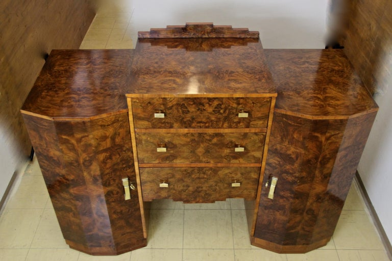 Art Deco Sideboard or Buffet Burr Walnut Bookmatched, Austria, circa 1925 For Sale 1