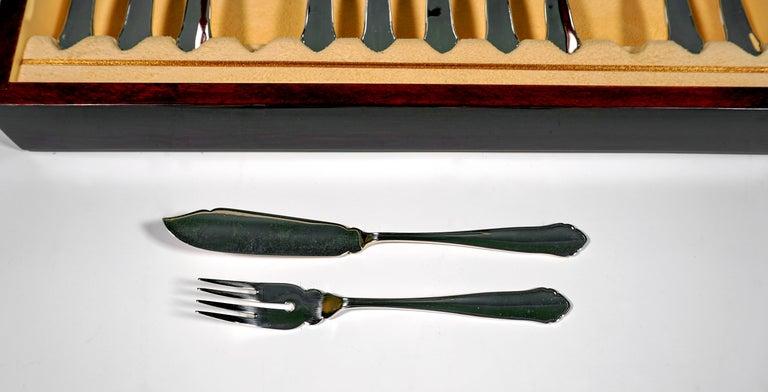 Austrian Art Deco Silver Fish Cutlery Set in Showcase, by Jarosinski & Vaugoin, Vienna For Sale