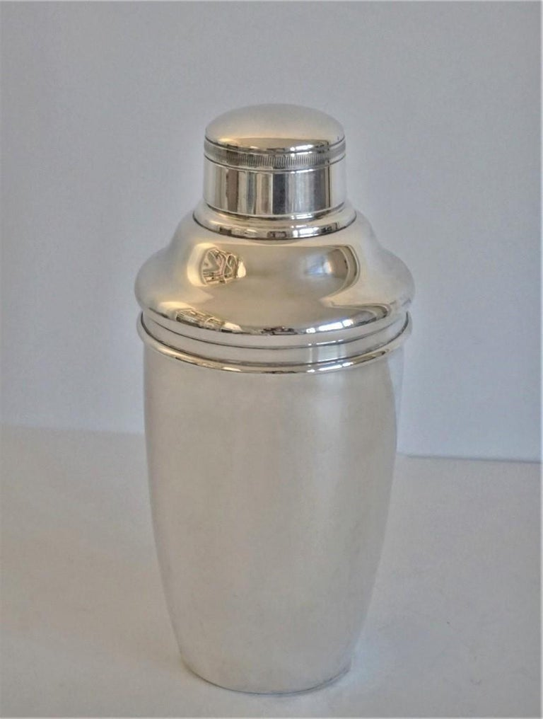 George Nilsson silver plate cocktail Shaker in very good condition,  Nederdands, 1927-1933. Stamped on the underside with