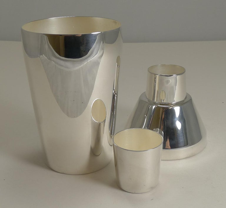 Art Deco Silver Plated Cocktail Shaker by Elkington & Co., circa 1930 For Sale 2