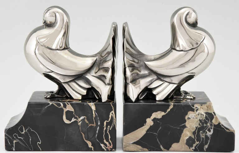 Nice pair of Art Deco bookends in silvered bronze with doves on a portor marble base signed by Scribe, France, 1930.