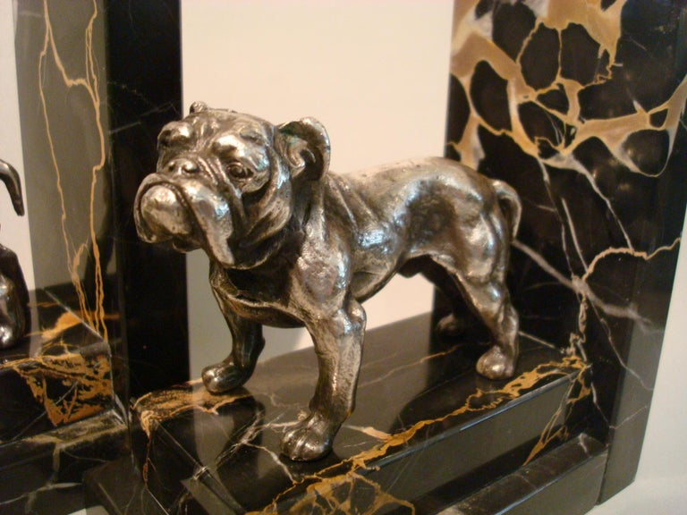 Art Deco Silvered Bronze English Bulldog Bookends, France, 1920s In Good Condition For Sale In Buenos Aires, Olivos