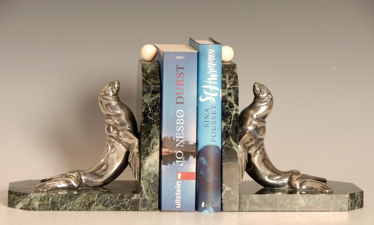 Art Deco Silvered Bronze Sea Lions on Marble Base Bookends by Maurice Frecourt In Good Condition For Sale In Brighton, GB
