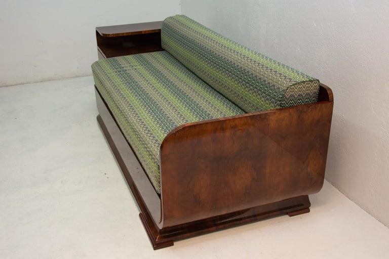 Art Deco Sofa in Walnut, 1930s, Bohemia For Sale 4