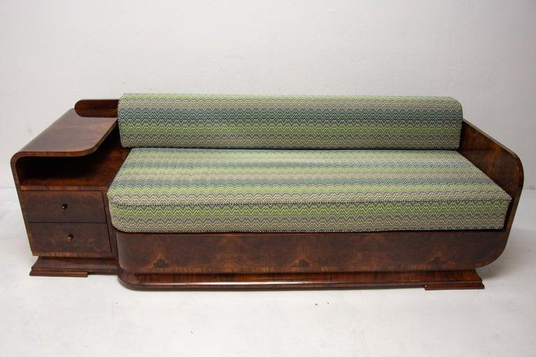 Art Deco Sofa in Walnut, 1930s, Bohemia In Excellent Condition For Sale In Prague 8, CZ