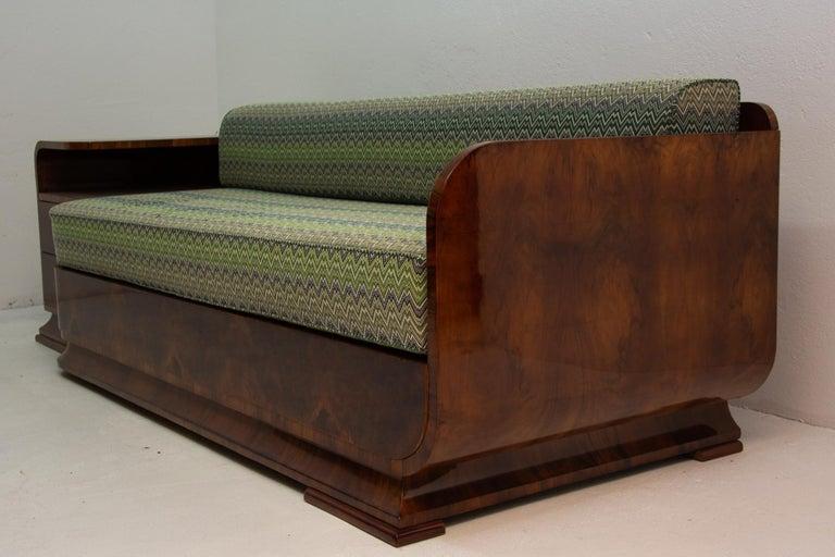 Art Deco Sofa in Walnut, 1930s, Bohemia For Sale 3