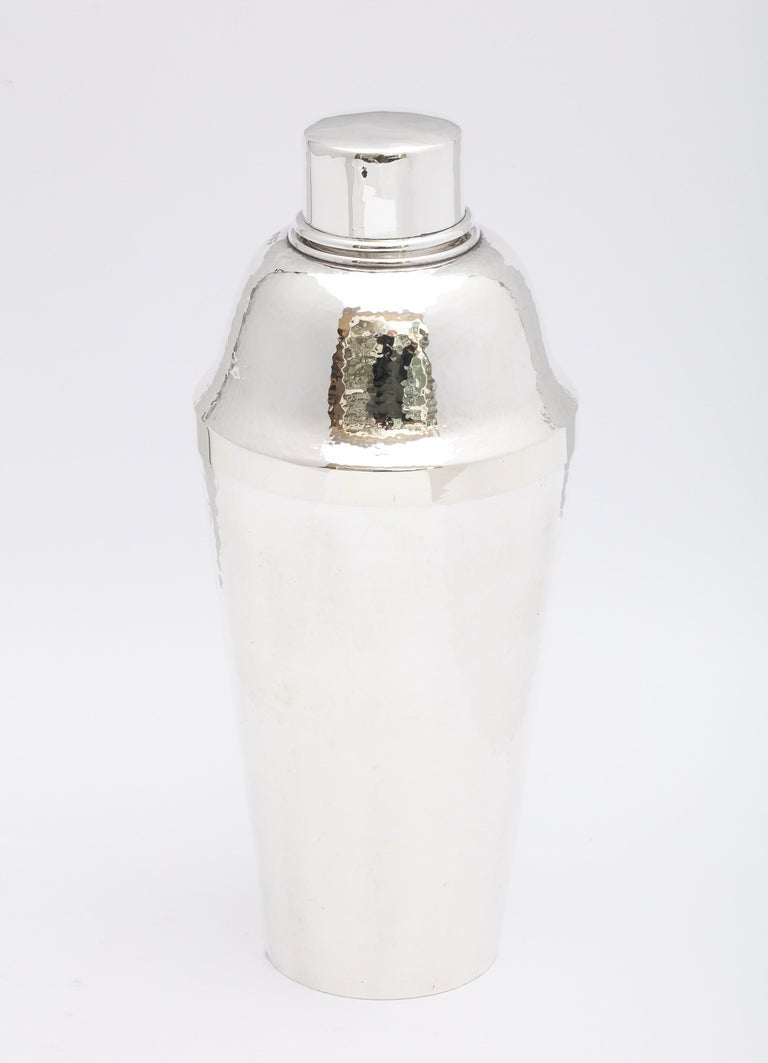 Art Deco, sterling silver (.950) cocktail shaker, Japan, circa 1930s, Suzuyo, maker. The body is lightly hammered; the lid is not hammered. Measures 9 1/4 inches high x 4 inches diameter (at widest point). Weighs 13.705 troy ounces. Dark spots in