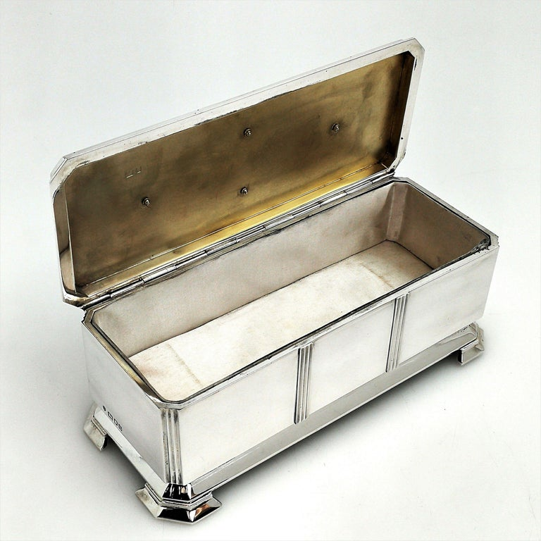 English Art Deco Sterling Silver and Enamel Freedom Box, 1941 Arms of Borough of Slough For Sale