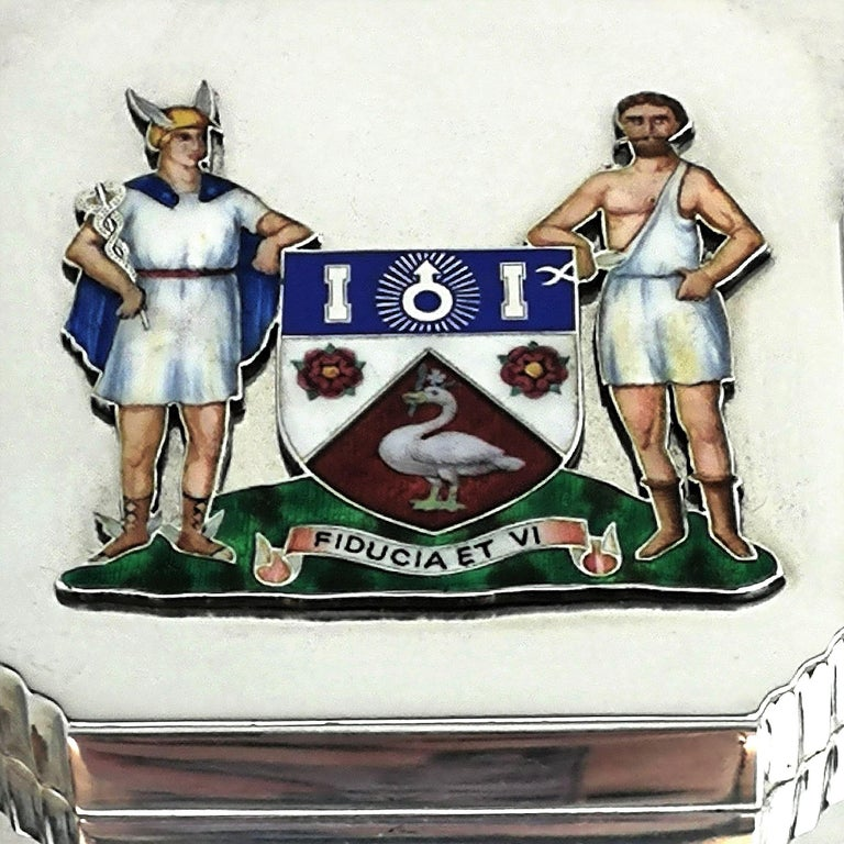Art Deco Sterling Silver and Enamel Freedom Box, 1941 Arms of Borough of Slough In Good Condition For Sale In London, GB