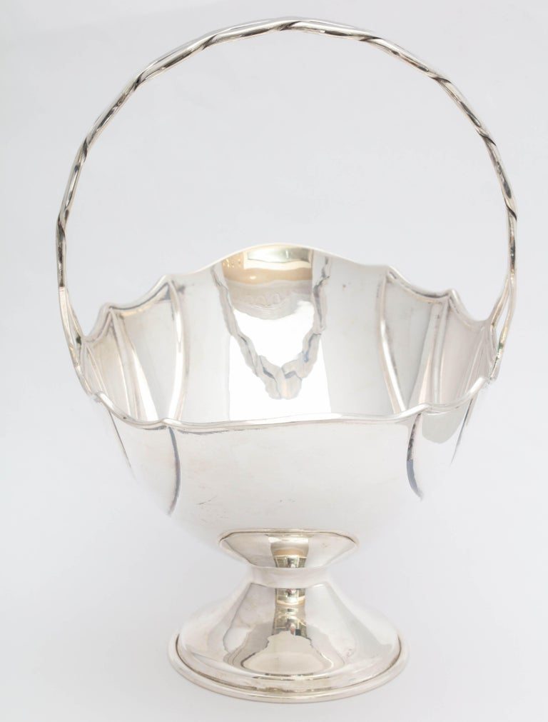 Art Deco Sterling Silver Table Basket on Pedestal Base In Excellent Condition For Sale In New York, NY