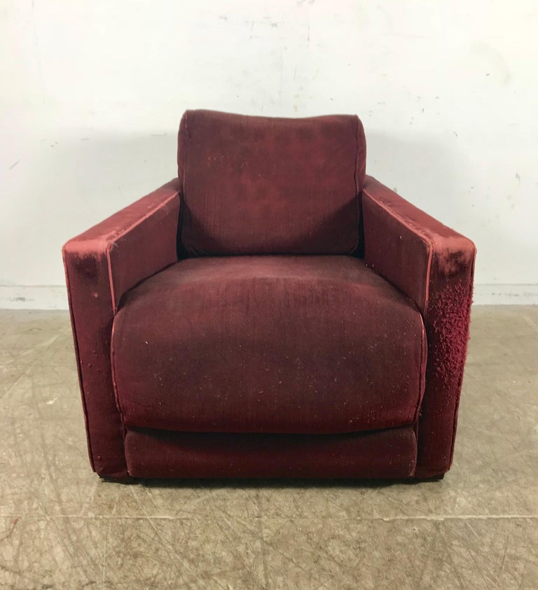 Art Deco streamline lounge chair by Gilbert Rohde for Herman Miller, circa 1937, amazing quality and design, extremely comfortable. Important transitional design from Art Deco to Modern, retains original burgundy mohair fabric. Minor fabric pulls,