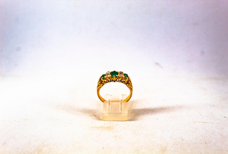 Art Deco Style 0.75 Carat White Rose Cut Diamond Emerald Yellow Gold Band Ring For Sale 4