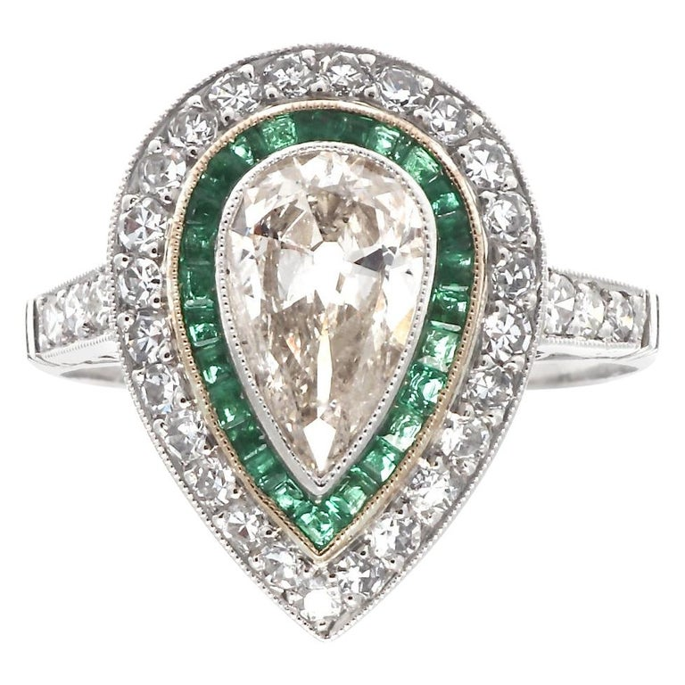 Art Deco Style 1 Carat Old Pear Shaped Diamond and Emerald Platinum Ring For Sale