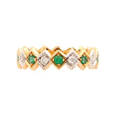 Art Deco Style 18 Karat Gold 0.20 Karat Emerald 0.08 Karat White Diamond Ring