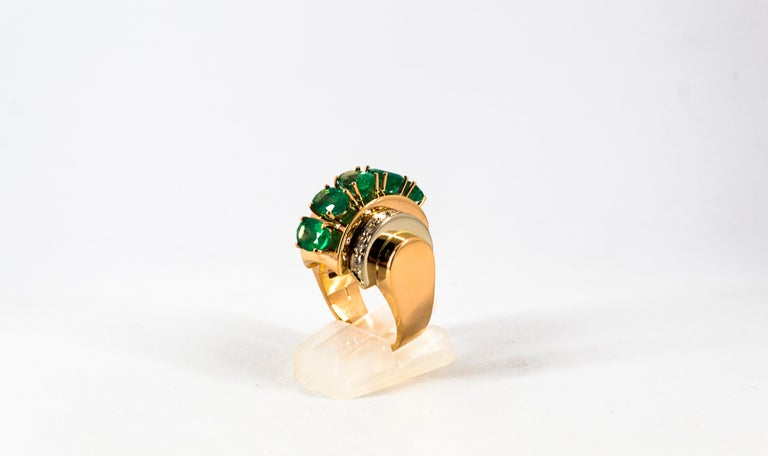 Art Deco Style 4.30 Carat White Diamond Emerald Yellow Gold Cocktail Ring In New Condition For Sale In Naples, IT