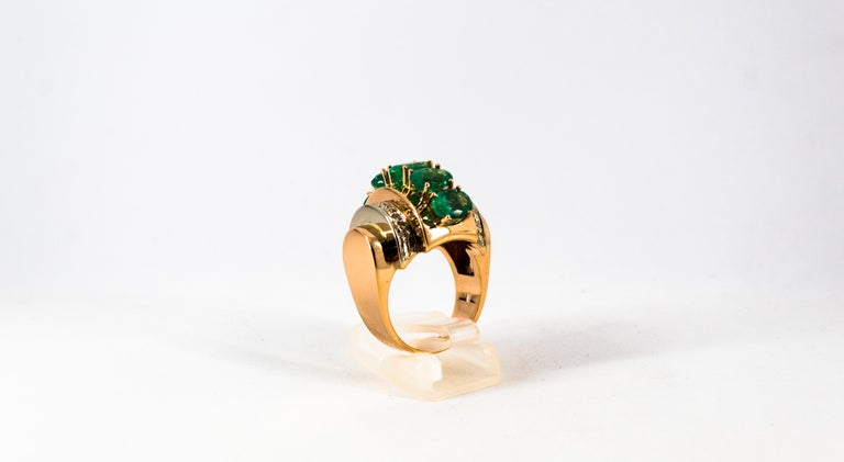 Art Deco Style 4.30 Carat White Diamond Emerald Yellow Gold Cocktail Ring For Sale 1