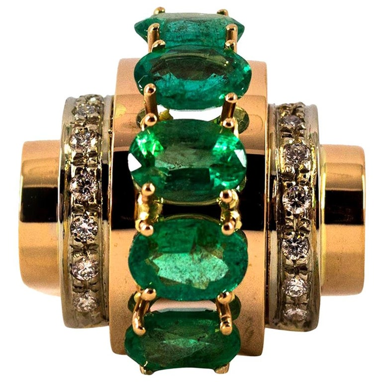 Art Deco Style 4.30 Carat White Diamond Emerald Yellow Gold Cocktail Ring For Sale