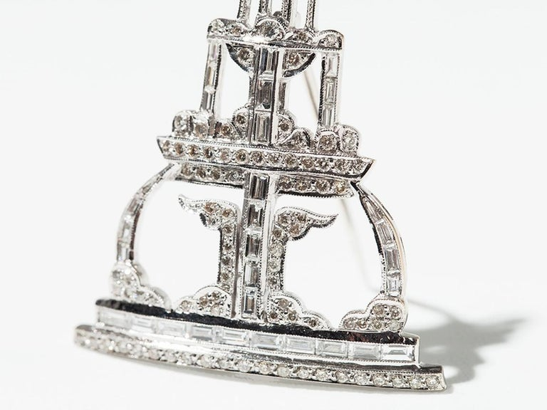 Art Deco design. 100 brilliant-cut diamonds with totally 0,83 carats and 32 baguette-cut diamonds weighing 3,41 ct. Mounted in 18 K white gold.  Weight: 11,21 grams. Dimensions: 1.77 x 1.46 in ( 4,5 x 3,7 cm )