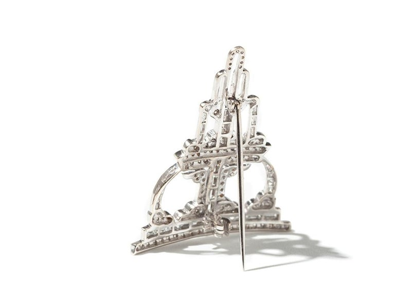 Art Deco Style Diamond 18 Carat White Gold Brooch In Excellent Condition For Sale In Berlin, DE