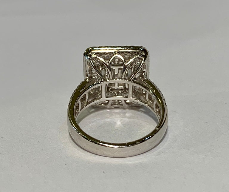 Art Deco Style Diamond and Blue Sapphire Calibre Cut 18 Karat White Gold Ring For Sale 11