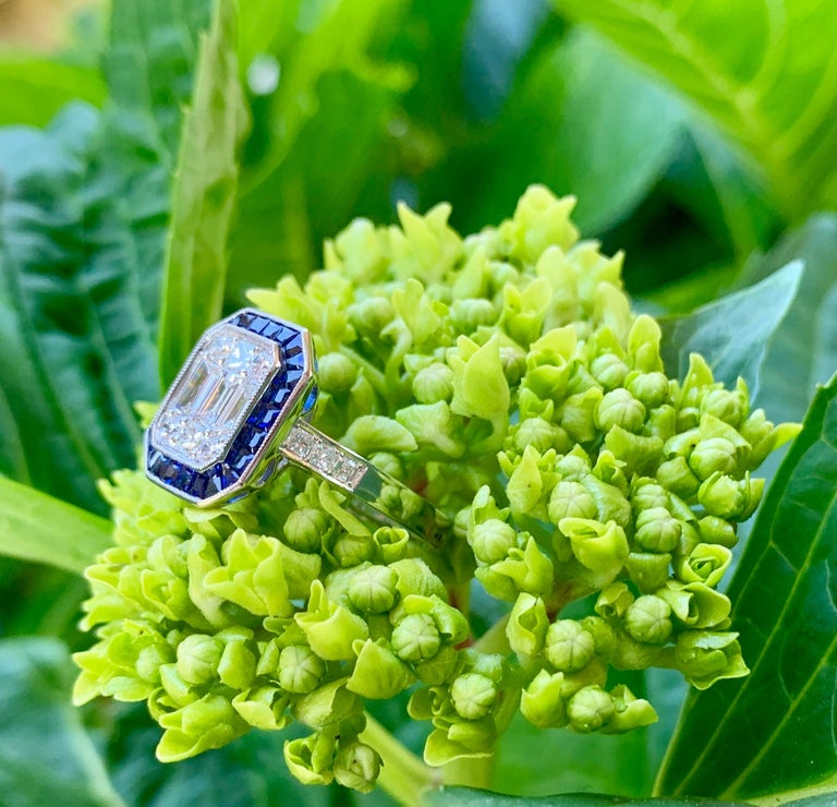 Women's Art Deco Style Diamond and Blue Sapphire Calibre Cut 18 Karat White Gold Ring For Sale