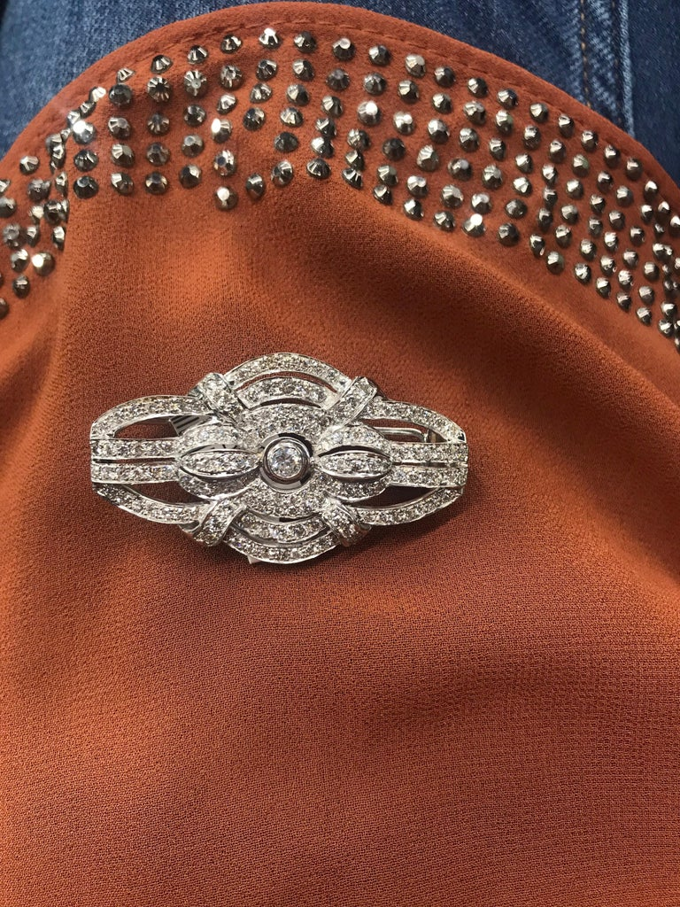 Round Cut Art Deco Style Diamond Brooch 2.50 Carat, Italy For Sale