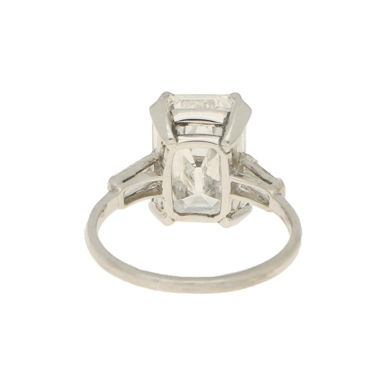 GIA Certified Art Deco Style Diamond Step Cut Engagement Ring Set in Platinum In Good Condition For Sale In London, GB